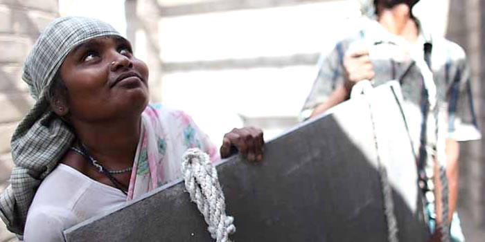 """<div class=""""pastilla hemmavathi""""><div class=""""titular""""><strong>Hemmavathi.</strong> Construye su propia casa.</div><div class=""""cita"""">""""Quiero que mis hijos e hijas estudien; construir una vivienda y tener buena salud""""</div></div>"""
